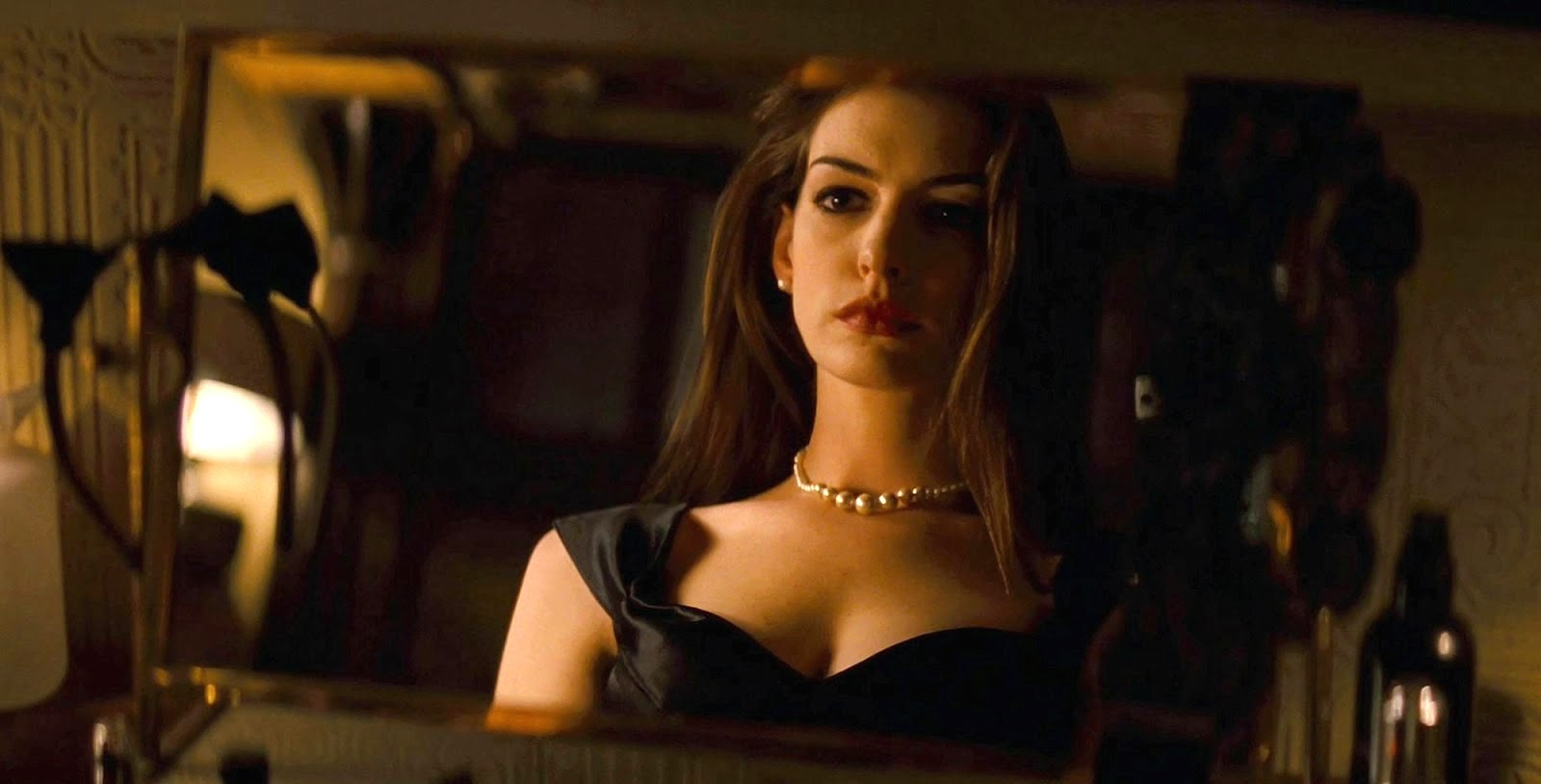 Anne-Hathaway-Catwoman-The-Dark-Knight-Rises-6