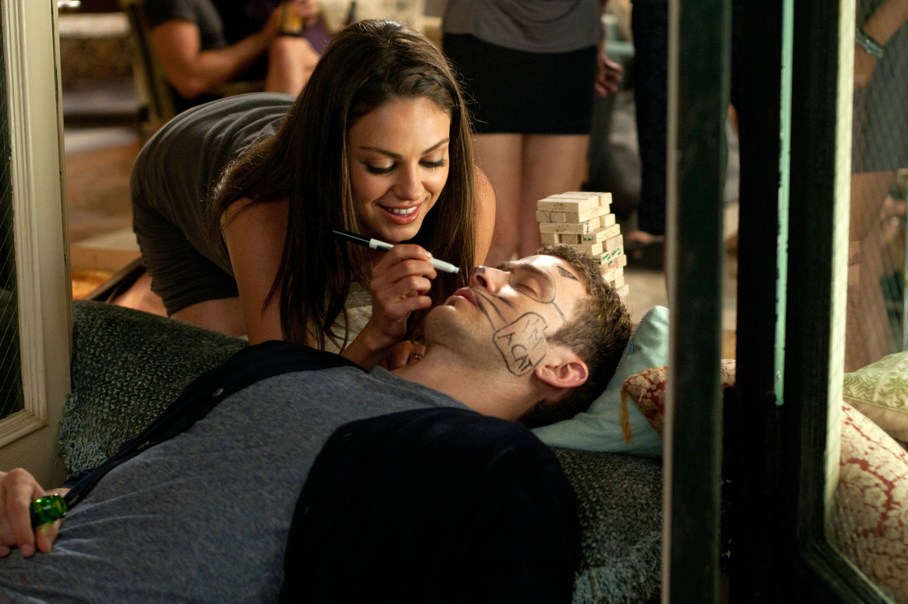 Friends with Benefits - face