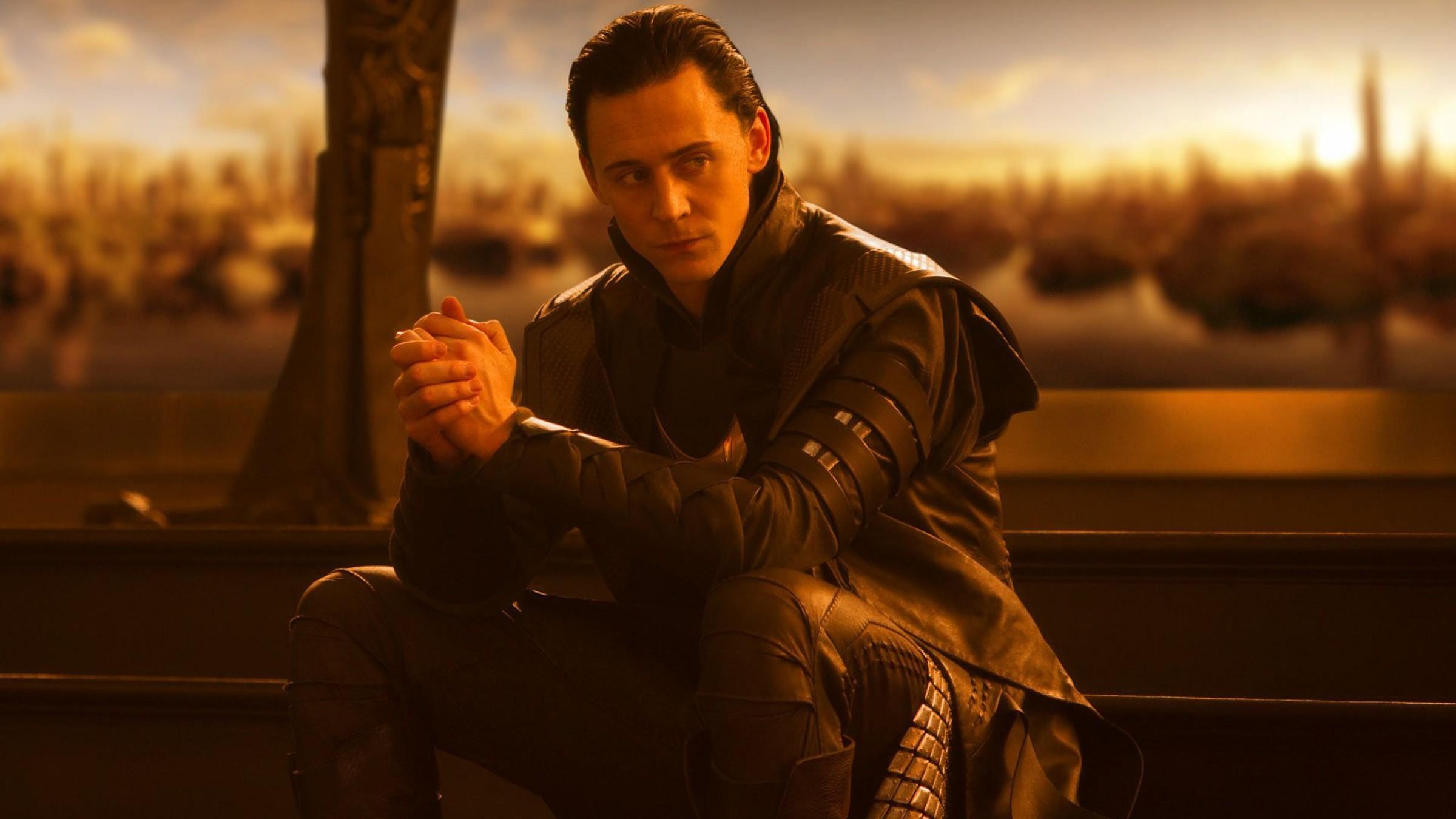 Loki-In-Asgard-From-The-Movie-Thor-1350x2400