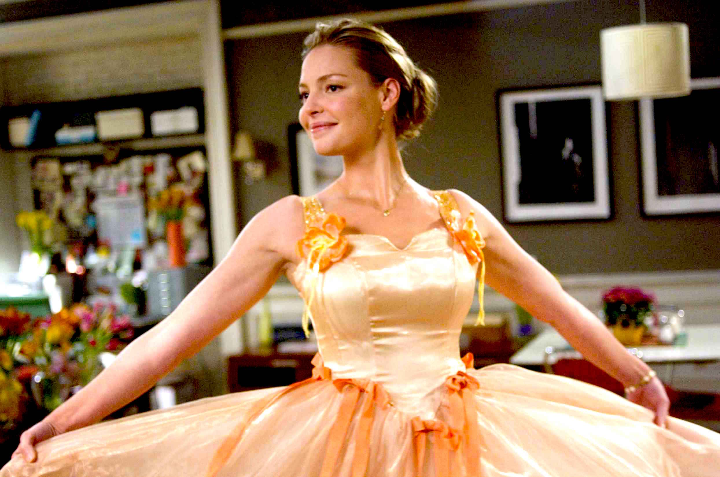 "27DKS-003    Jane (Katherine Heigl) glows in the ""Peach"" bridesmaid dress."